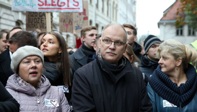 Mediķi piesaka vēl vienu protestu, prasot Saeimas un Viņķeles atkāpšanos