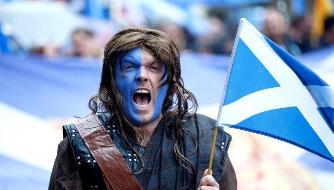 Tūkstošiem cilvēku gājienā pauž atbalstu Skotijas neatkarībai