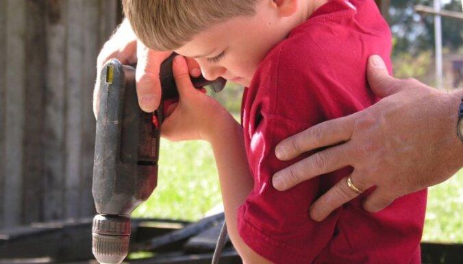 Piecas riskantas lietas, kas jāļauj pamēģināt bērniem