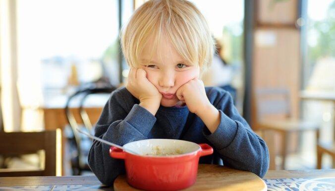 Bērns atsakās ēst. Vai piespiešana veicinās apetīti?