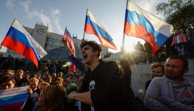 Krievijas likumdevēji atbalsta pret Navaļnija atbalstītājiem vērstu likumprojektu