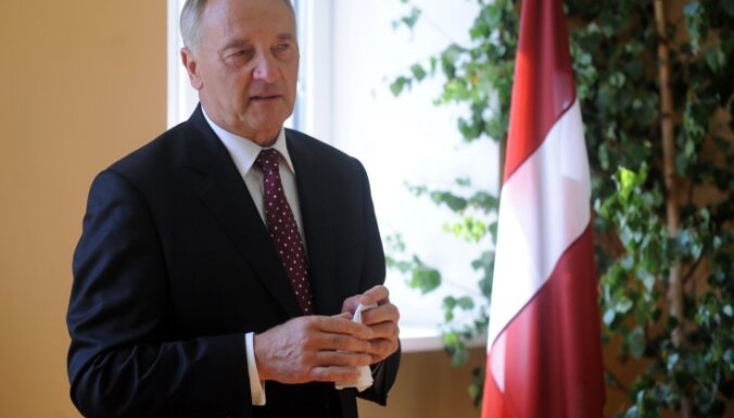 """Портал: Берзиньш побывал в офисе Шкеле """"по личному вопросу"""""""