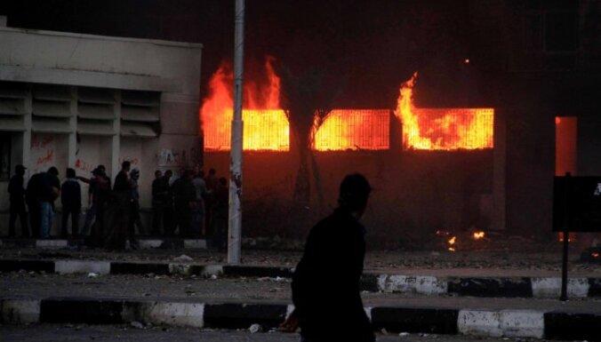 Ēģiptes pilsētā nodedzina drošības dienesta ēku