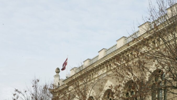 Банк Латвии сопротивляется урезанию зарплат
