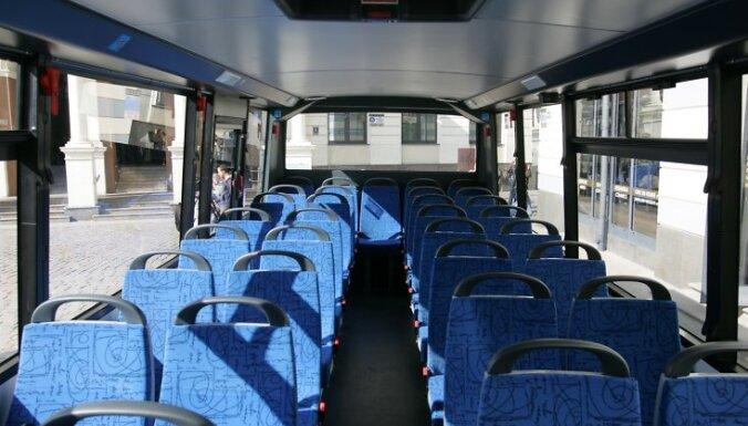 """AS """"AMO Plant"""" iepazîstina paðvaldîbu vadîtâjus un Rîgas iedzîvotâjus ar Nîderlandes koncerna """"VDL"""" skolas autobusu, kâdus no nâkamâ gada plâno raþot Jelgavas rûpnîcâ."""