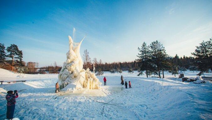 Foto: Iespaidīgā ledus strūklaka Madonas novadā