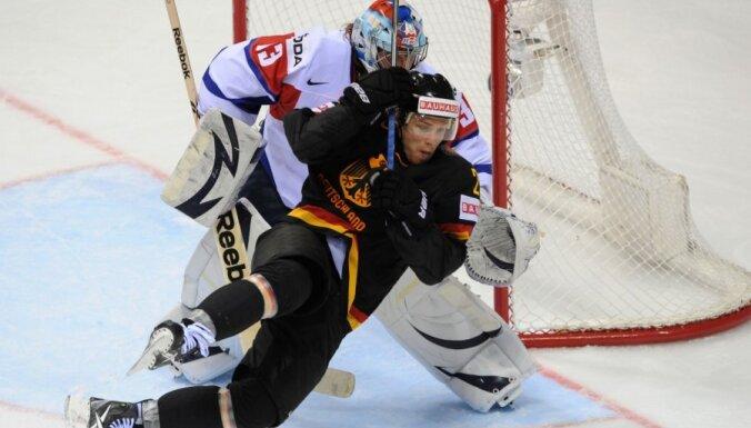 VIDEO Vācijas hokejisti 'bullīšos' pieveic Slovēniju