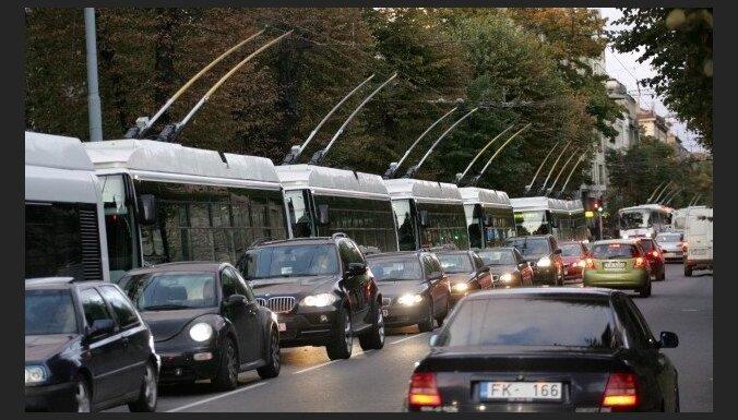 'Rīgas satiksme': jaunie trolejbusi ir dārgāki to garuma dēļ