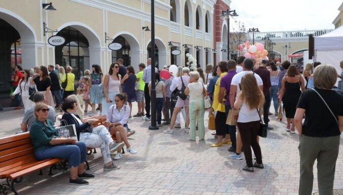 Piņķu 'outlet' pilsētiņu pirmajās dienās apmeklējuši 40 000 cilvēku