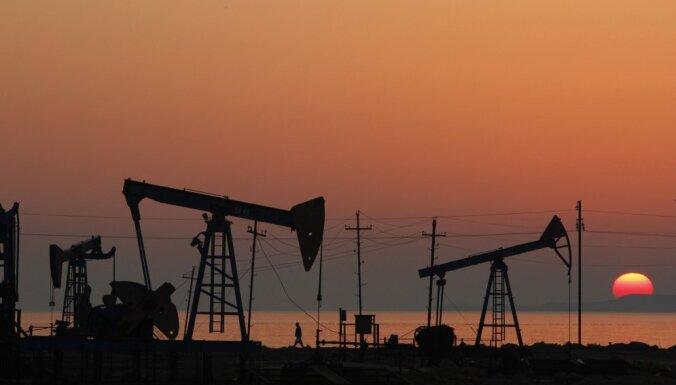 Обвал на рынке нефти: цены упали до пятилетних минимумов