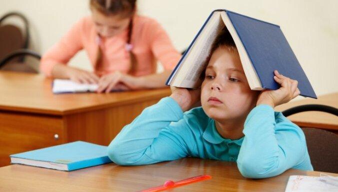 В школах хотят ввести оценку качества латышского языка детей и на других уроках