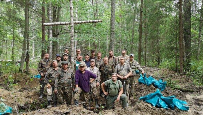 Volhovas purvos atrod 171 latviešu leģionāra mirstīgās atliekas