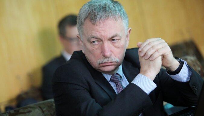 Deviņus mēnešus pēc ievēlēšanas valdība apstiprina Muižnieku LU rektora amatā