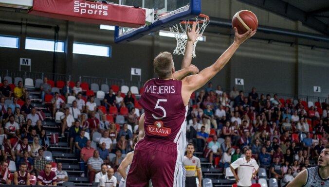 Latvijas izlase rezultatīvā spēlē pieveic Slovākiju; Dāvis Bertāns atgriežas valstsvienības rindās