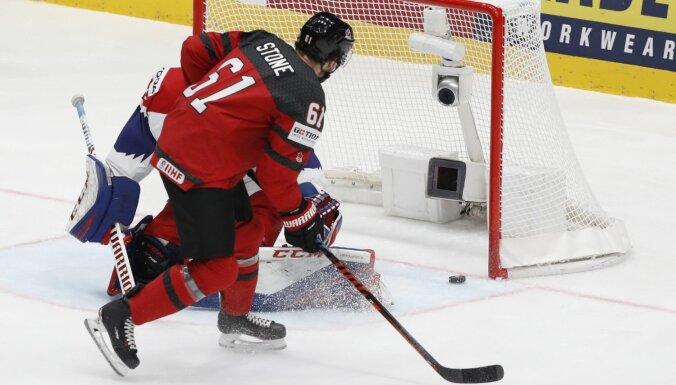 Kanādas hokejisti pārliecinoši pārspēj Čehiju un iekļūst PČ finālā