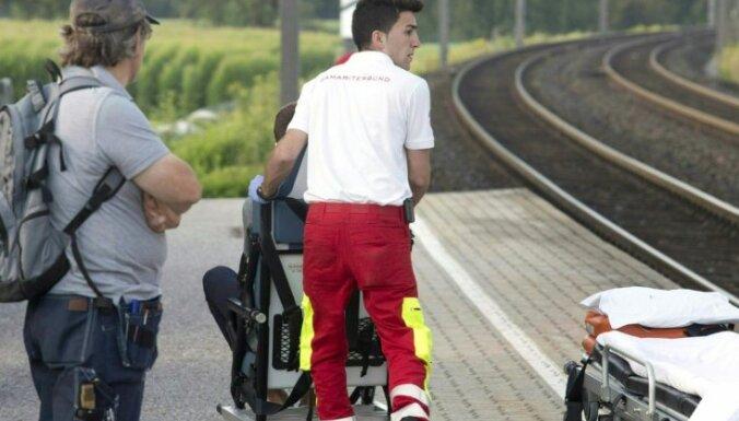Vilcienā Austrijā vīrietis sadūris divus jauniešus