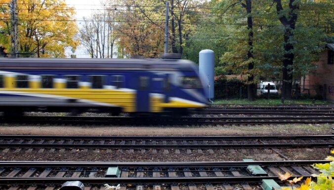 В Засулауксе поезд сбил человека