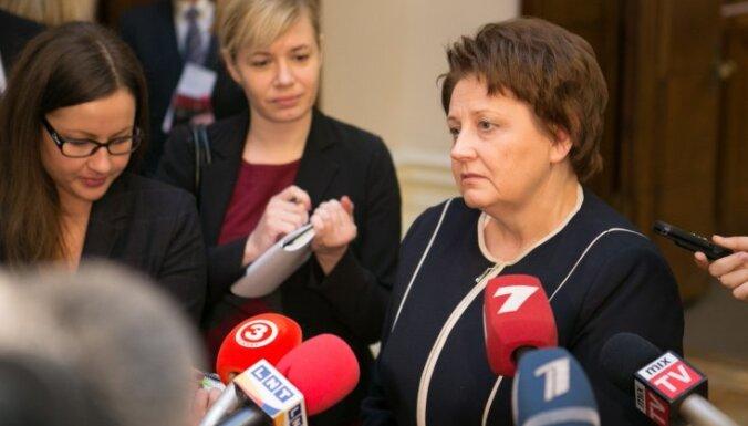 Straujuma ar ģenerālprokuroru pārrunās tiesiskos risinājumus KNAB konfliktam