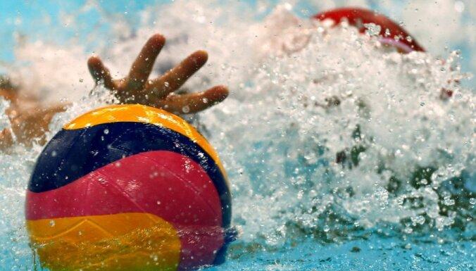 Latvijas ūdenspolo izlase EČ atlases pēdējā spēlē zaudē ar 35 vārtu starpību