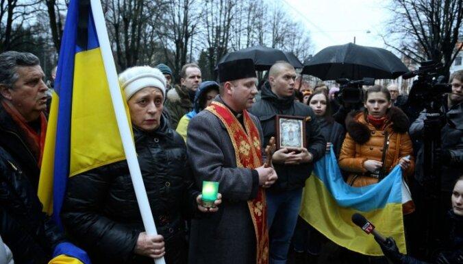 В Риге перед посольством Украины прошла акция поддержки
