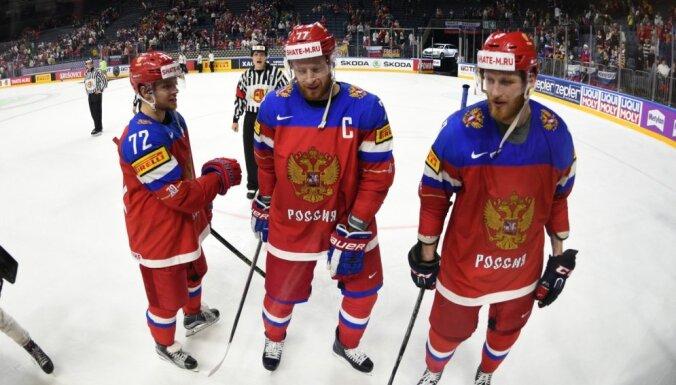 Znaroka vadītajai Krievijas hokeja izlasei problēmas ar nokļūšanu Parīzē