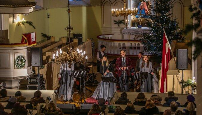 Foto: Viļķenes baznīcā atklāta apvienības 'Tev tuvumā' Ziemassvētku koncertsērija