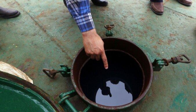 Krieviju tur aizdomās par sadarbību ar naftas kontrabandistiem