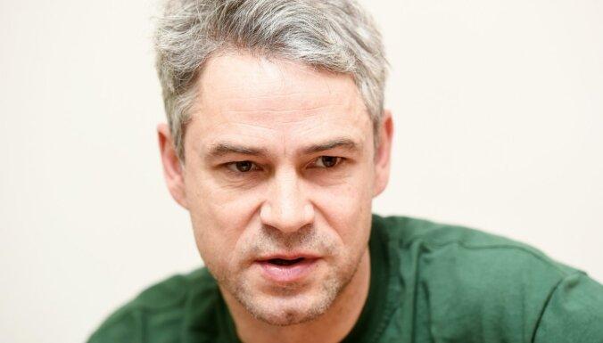 Aktierim Ivaram Auziņam rūgtums par veidu, kādā viņš atlaists no Dailes teātra