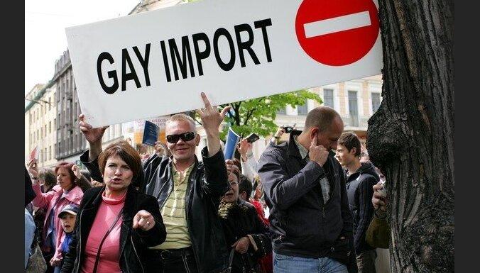 Kāpēc Latvijas geji slēpj savu gejismu?