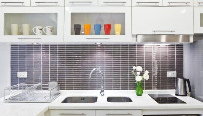 Septiņi vienkārši virtuves iekārtojuma knifi, kas radīs šiku noskaņu