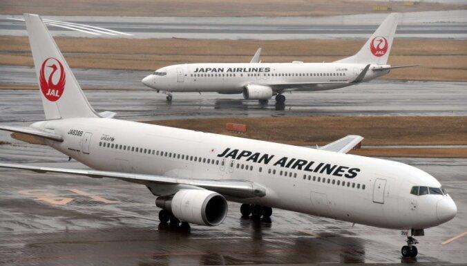 Japāņu lidmašīnas met līkumus, lai izvairītos no Ziemeļkorejas raķetes
