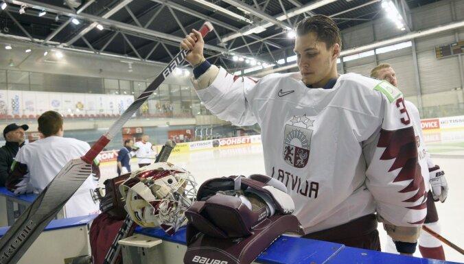 Merzļikins paraksta viena gada līgumu ar NHL komandu 'Blue Jackets'