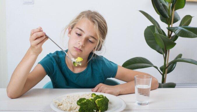 Labāk ieēst nedaudz, nekā neēst nemaz – uztura ieteikumi jauniešiem
