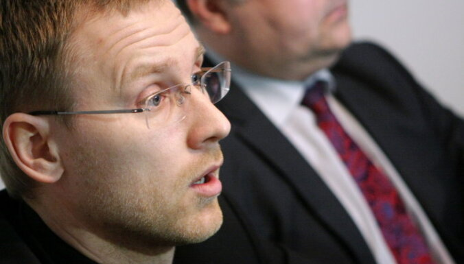 Tiesa tomēr ierosina lietu advokāta Gobzema prasībā pret Strautmani