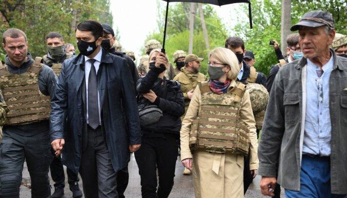 Foto: Mūrniece apmeklē militārā konflikta skarto Doņeckas apgabalu