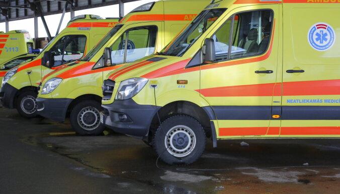 В Огре 17 работников неотложной помощи отправлены на карантин