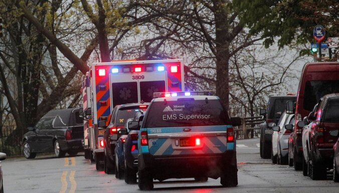 Ar Covid-19 saistīto nāves gadījumu skaits ASV pieaug par 2053