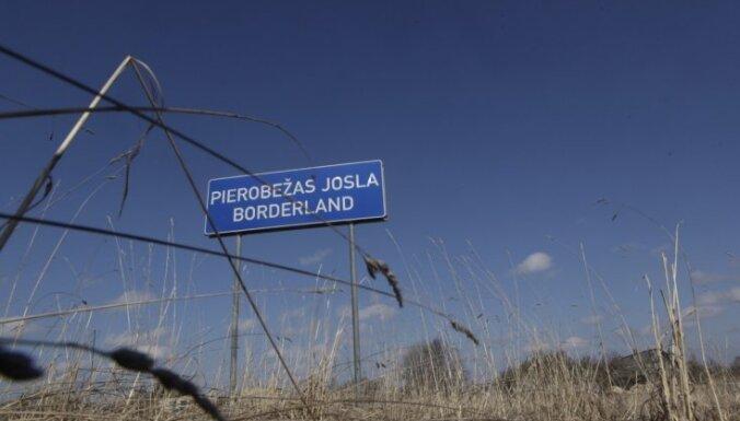 Pastiprinātās pārbaudes rindas pie Latvijas robežas nerada