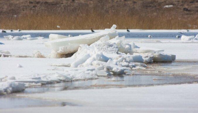 Ledus uz upēm - nevienmērīgs un daudzviet nedrošs