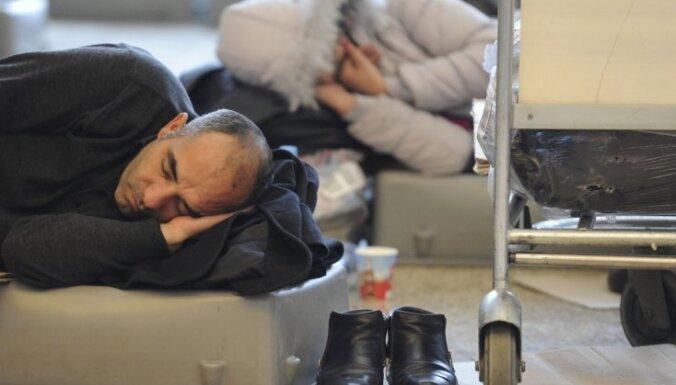 Pasažieri Maskavas lidostās tuvu nervu sabrukumam