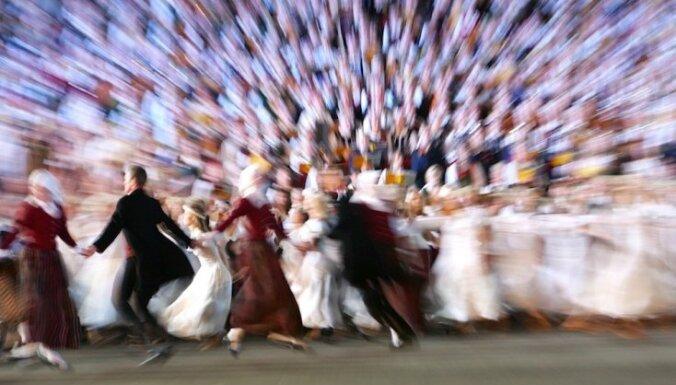 Опрос: Праздник песни и танца важен для 39% жителей Латвии