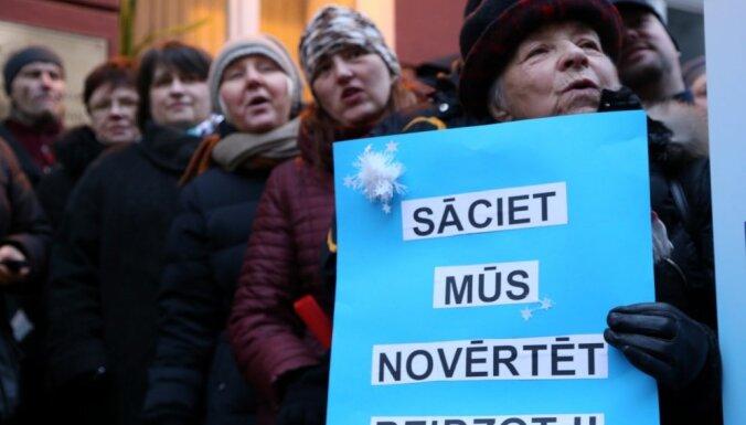 Профсоюз просит самоуправления Латвии поддержать бастующих учителей