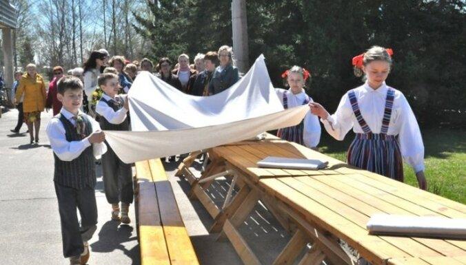 Baltā galdauta svētkos veidos karti ar valsts iedzīvotāju mīļākajām vietām Latvijā