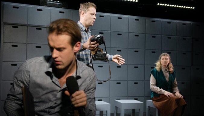 Foto: Nacionālajā teātrī jauns iestudējums – 'Puika, kurš redzēja tumsā'