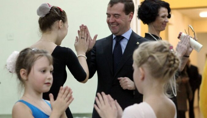 "Дети заставили Медведева станцевать ""Ладушки"""