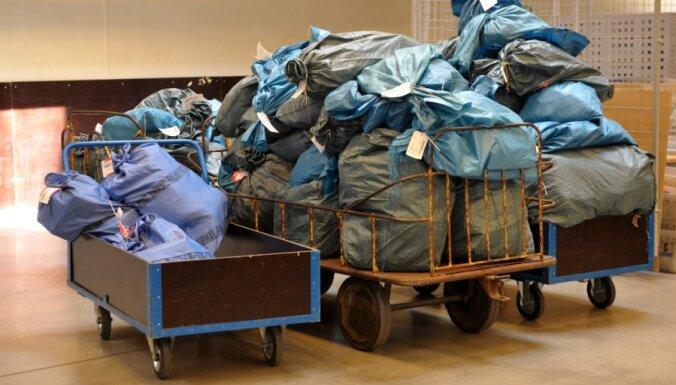 Simtiem sīkpaku no Lielbritānijas Latviju sasniedz izlaupītā veidā
