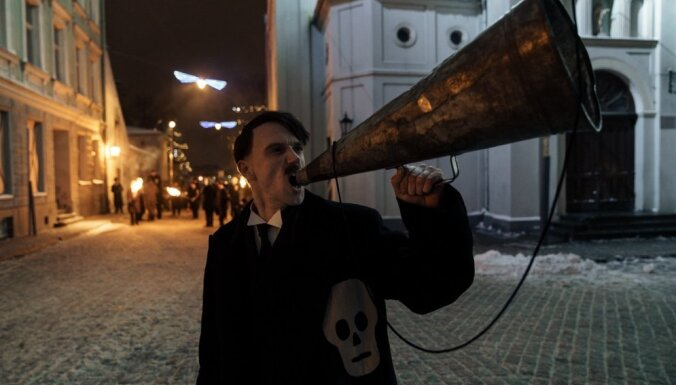 Foto: Dāvis Sīmanis sācis darbu pie filmas par Pēteri Mālderi