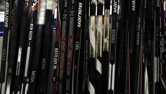 Latvijas hokejisti Universiādes mačā pagarinājumā piekāpjas ASV