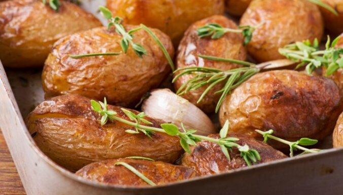 Krāsnī cepti kartupeļi ar rozmarīnu