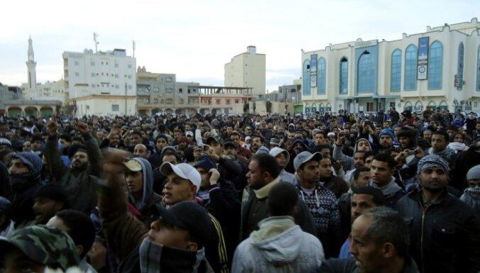 На улицах Триполи идет война